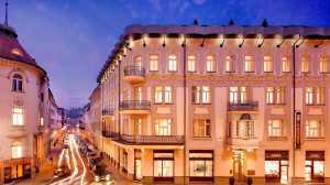 hotel-exterior.jpg.1920x1080_default